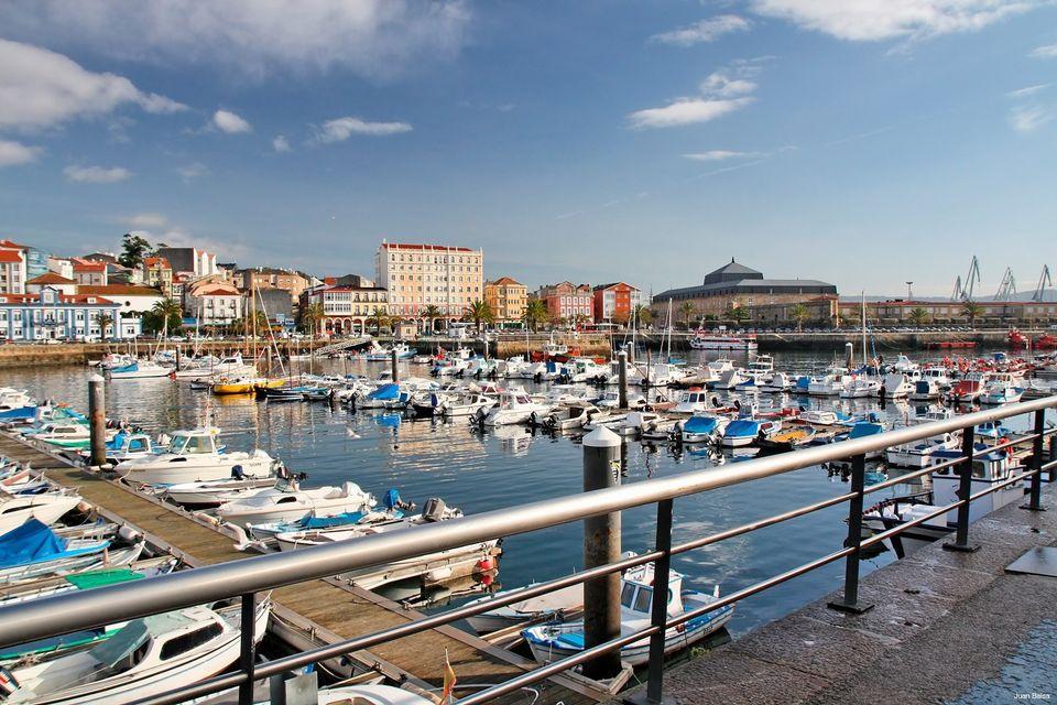 Vista panorámica del puerto deportivo de Curuxeiras